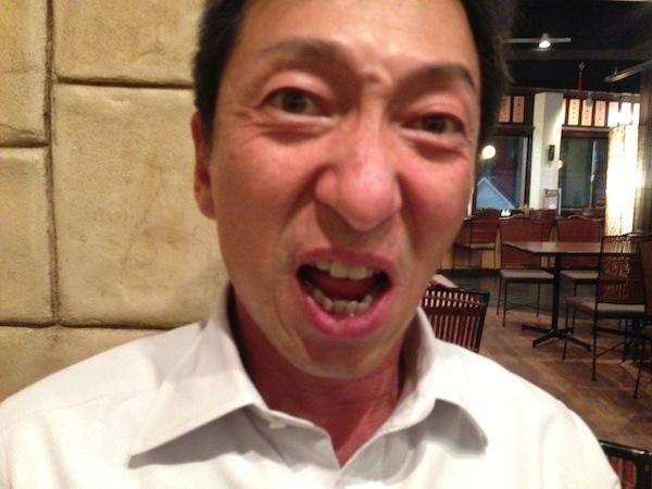 激辛「四川風牛肉拉麺」に、顔歪む!