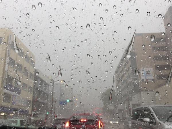 人生、晴れたり曇ったり、土砂降りだったり・・・。